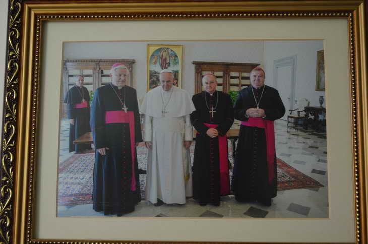 """Як відбувається історичний візит """"прем'єр-міністра"""" Ватикану до Запоріжжя - фото 9"""