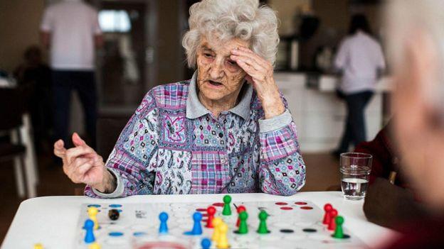 Стара жінка