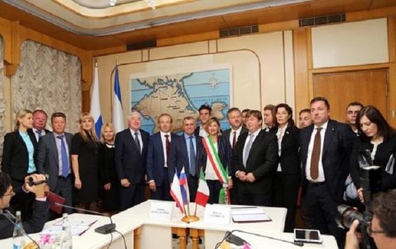 <p>Делегація депутатів регіональних парламентів Італії, відвідуючи анексований Росією Крим, назвали півострів російським, а також закликали скасувати санкції проти РФ</p>