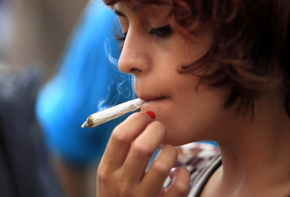 Risultati immagini per marijuana giovani