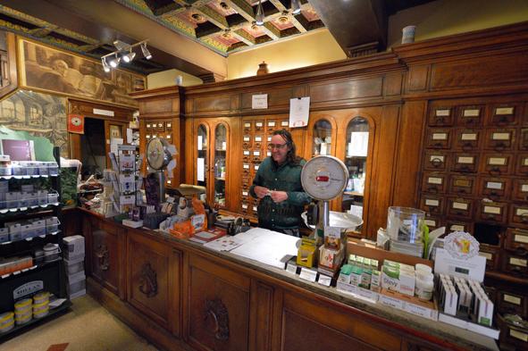 Risultati immagini per negozi storici