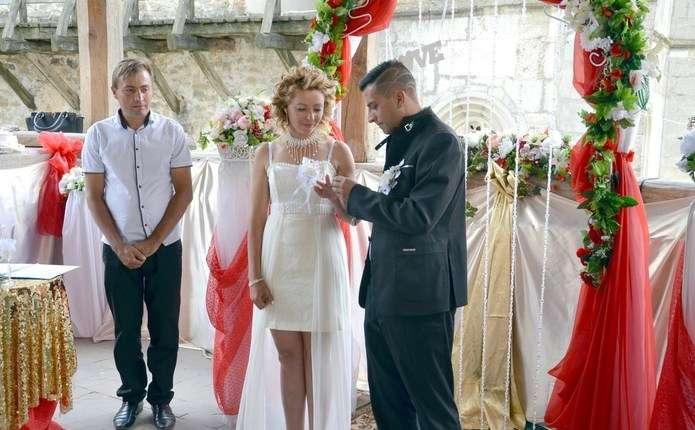 УХотинській фортеці уклали шлюб за добу буковинка та італієць