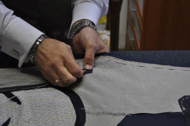 На пошиття одного костюма Руслан Лазарев витрачає понад тиждень